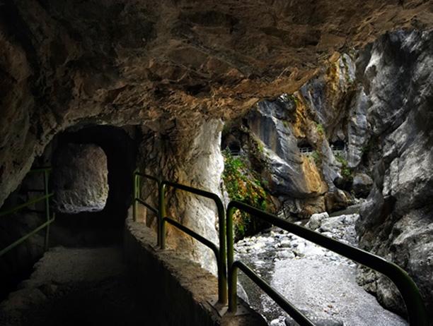 Túnel acceso Presa de Caín